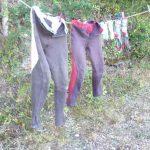 paardrijbroeken aan de waslijn